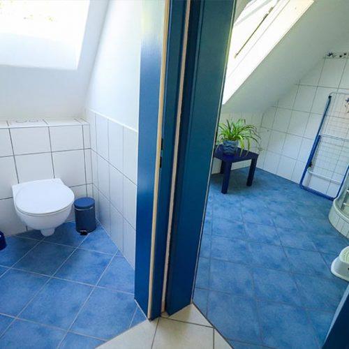 Separates WC - ebenfalls mit Dachfenster